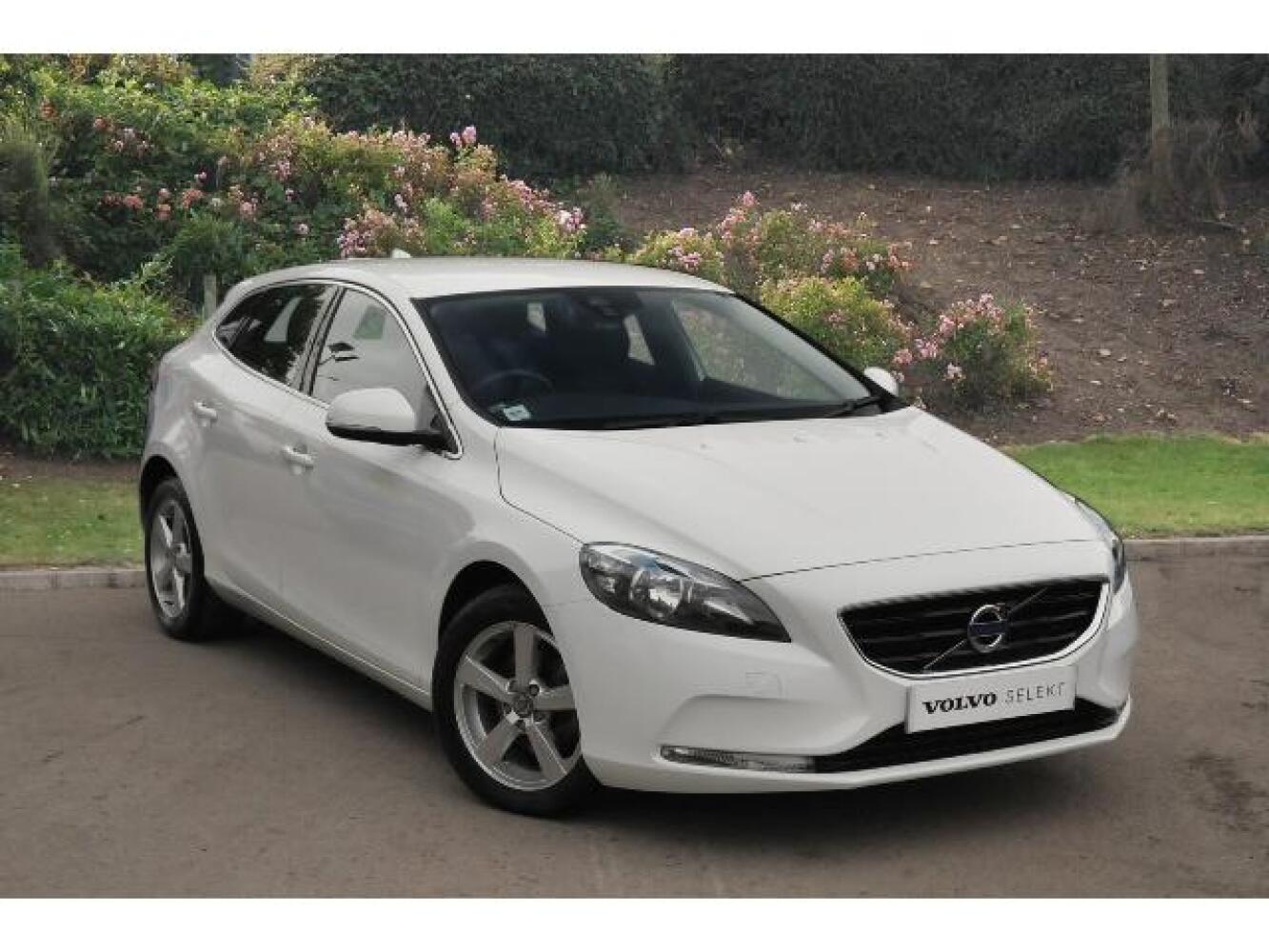 used volvo v40 d2 se 5dr diesel hatchback for sale newcastle infiniti. Black Bedroom Furniture Sets. Home Design Ideas